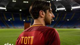 """""""Speravo de mori' prima"""", la serie su Totti: prima foto ufficiale"""