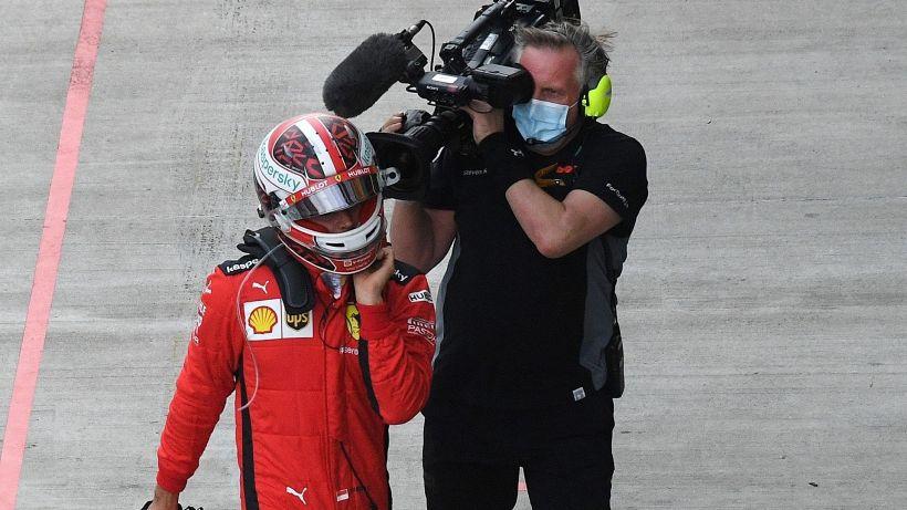 F1, Ferrari: Leclerc furioso con il team. Vettel spiega l'errore