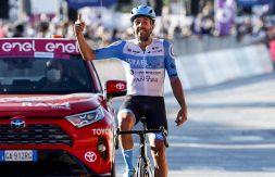 Giro d'Italia, Dowsett primo a Vieste