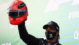 F1, Hamilton e il casco di Schumacher: emozione incontenibile