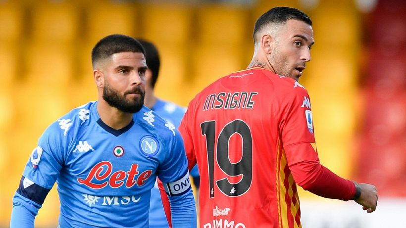 Il Napoli vince in rimonta a Benevento. In gol i fratelli Insigne