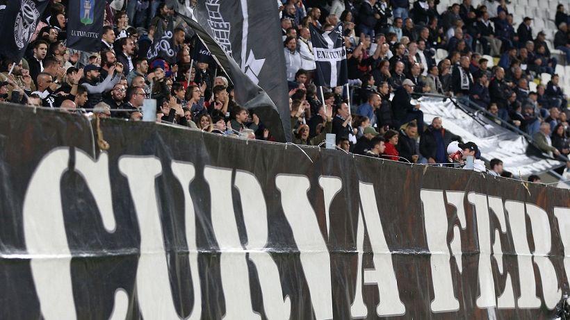 Spezia, un calciatore debolmente positivo al Covid-19