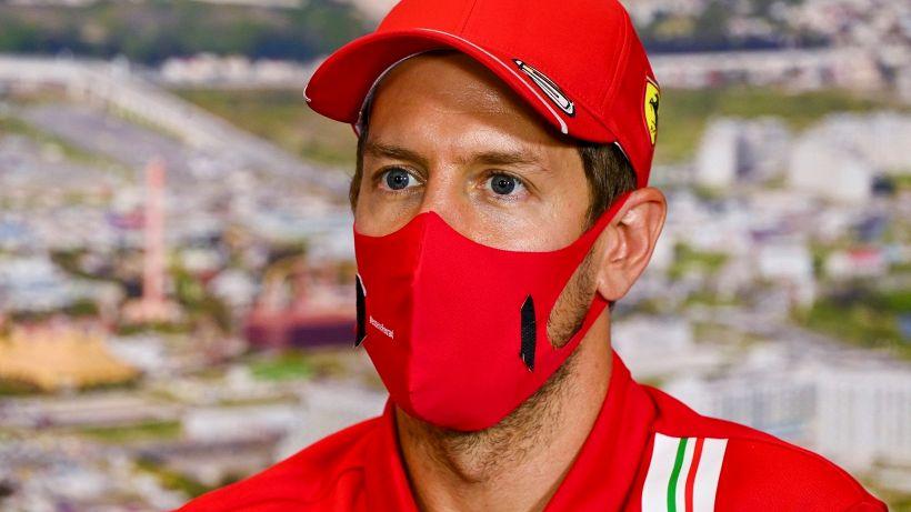 """Vettel: """"Leclerc sfrutta meglio la SF1000"""""""