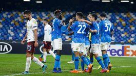 Europa League, il Napoli vince nel nome di Maradona. Avanza la Roma
