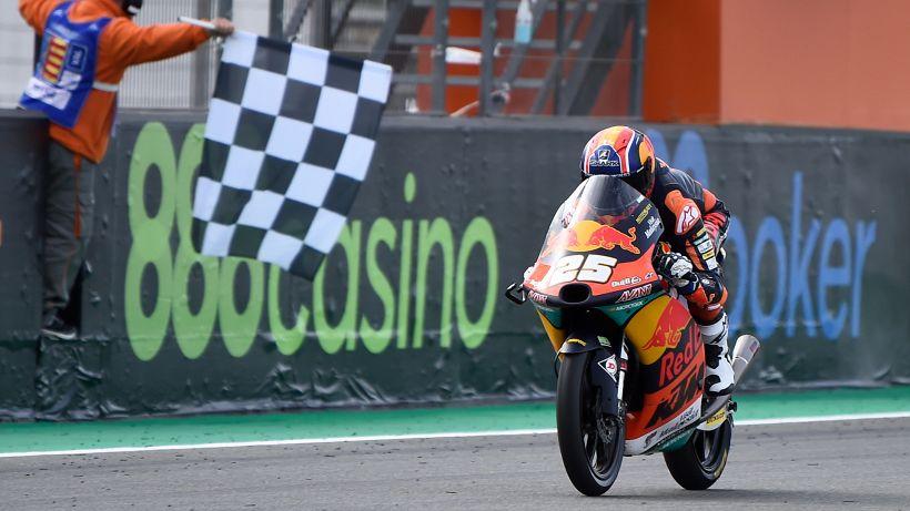Moto3, vince Fernandez. Bandiera nera per Arenas