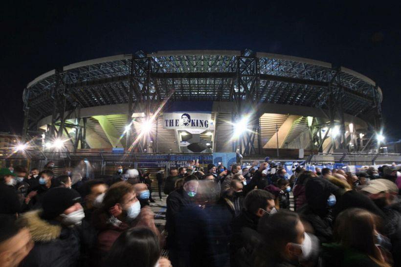 Maradona: lacrime, lumini e rabbia, la lunga notte di Napoli