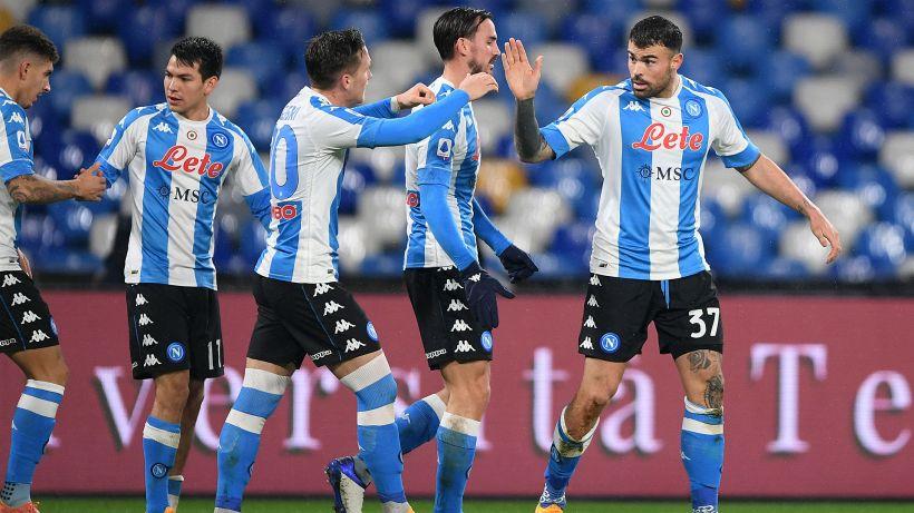 Napoli avanti in Coppa: ma sui social è bufera