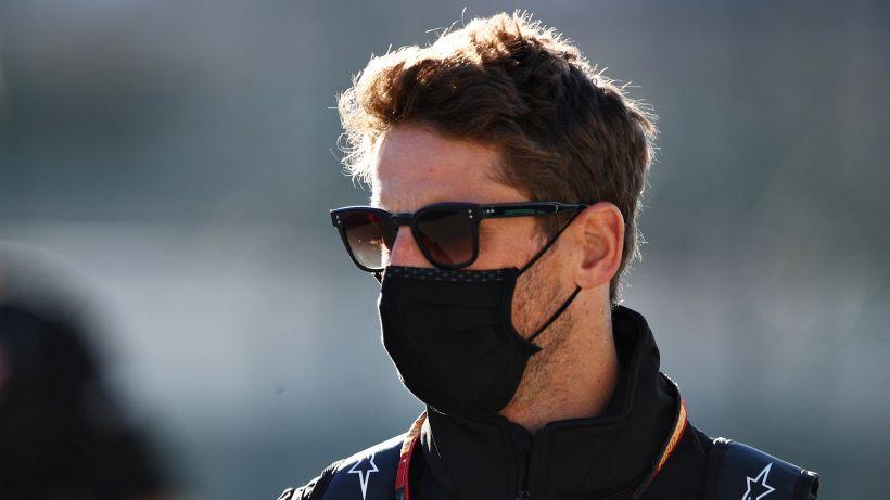 Grosjean mostra le mani senza fasciature