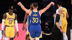 NBA, Golden State Warriors: Steph Curry difende James Wiseman