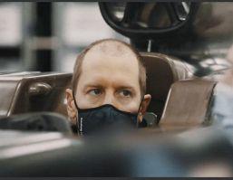 """F1, Vettel """"prima"""" in Aston Martin e nuovo look: ironia social"""