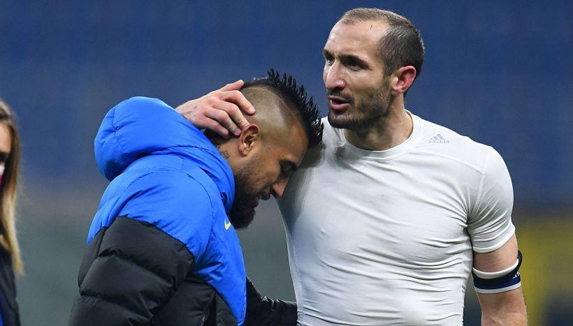 Il bacio di Vidal allo stemma della Juventus: esplode la polemica