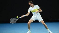 Australian Open, Daniil Medvedev raggiunge Djokovic in finale