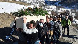 Un brindisi per Cala Cimenti: il funerale dell'alpinista eroe