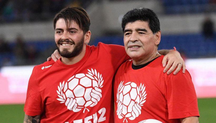 La morte di Maradona: altri tre indagati, lo strazio di Diego jr