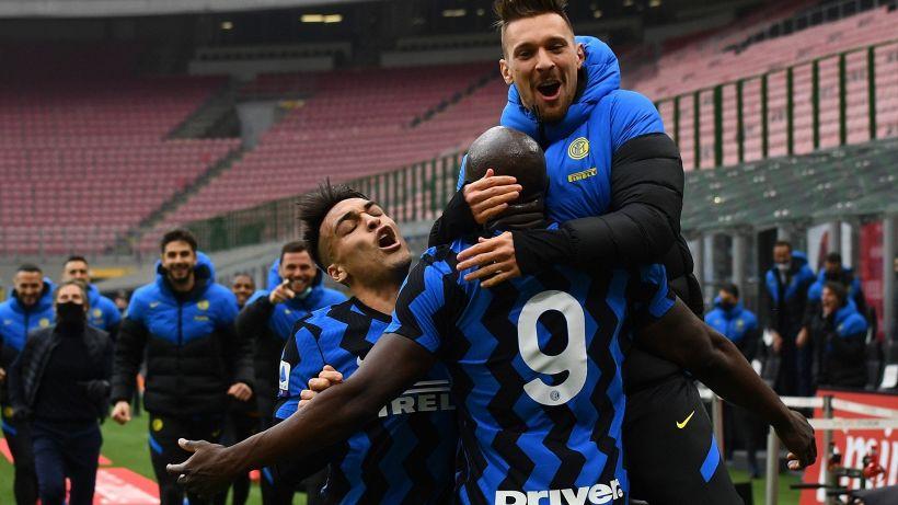 Inter, fuga scudetto: Milan travolto nel derby da Lukaku e Lautaro