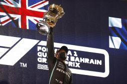 F1, Gp Bahrain: Hamilton beffa Verstappen, Ferrari a punti