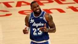 NBA: un super James strapazza Curry