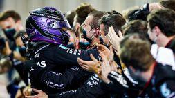 F1, in Bahrain vince Hamilton in volata: la Ferrari delude