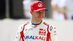 F1, Mazepin in ginocchio in Spagna: svelato il motivo