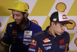 """MotoGp, Rossi: nuovo attacco da Marquez. """"Non mi vedo in lui"""""""