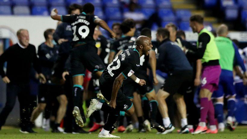 Razzismo contro tre giocatori, lo Swansea boicotta i social
