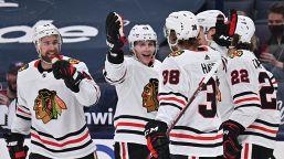 NHL: Chicago vince nel segno di Hagel