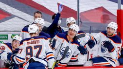 NHL: McDavid spettacolo, Winnipeg al tappeto