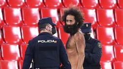 L'uomo nudo di Granada: così ha eluso i controlli e la sicurezza