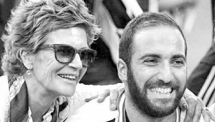 Gonzalo Higuain piange sua madre Nancy: il dolore più grande