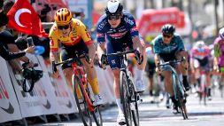 Giro di Turchia 2021: Philipsen vince su Greipel al fotofinish