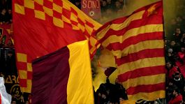 Tripudio giallorosso a Trigoria: in tantissimi per caricare la Roma