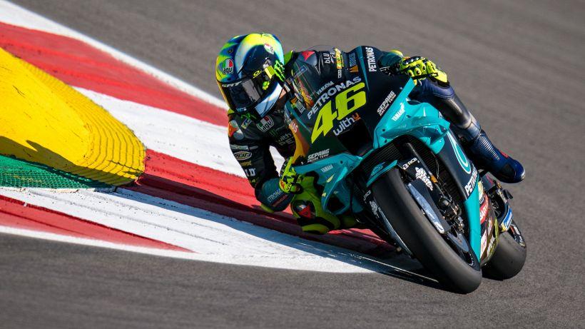 MotoGP, vince la pioggia: FP3 a Marquez, paga Bagnaia, sorride Rossi