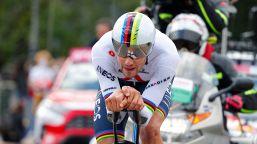 Giro d'Italia, super Ganna: sua la prima maglia rosa