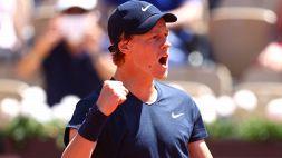 Roland Garros, rimonta pazzesca di Sinner: ora derby azzurro