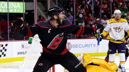 NHL: Carolina torna avanti, Toronto in carrozza