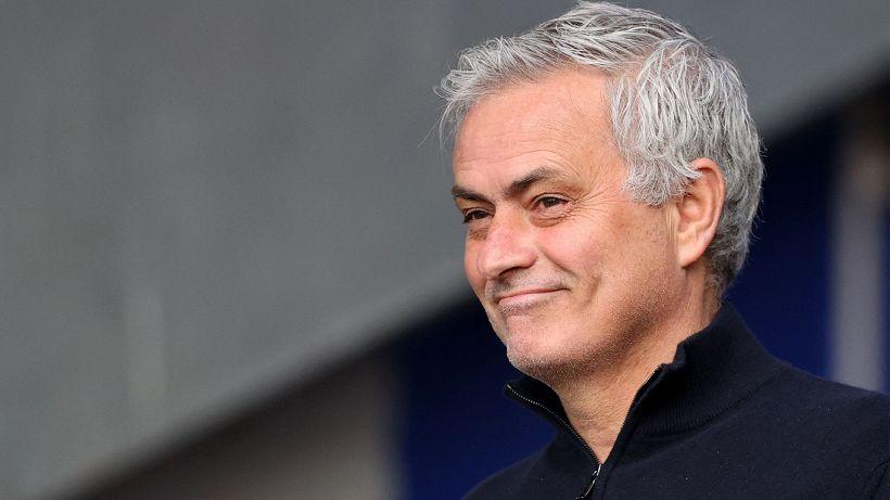 Roma, José Mourinho ricoperto d'oro: ecco quanto guadagnerà