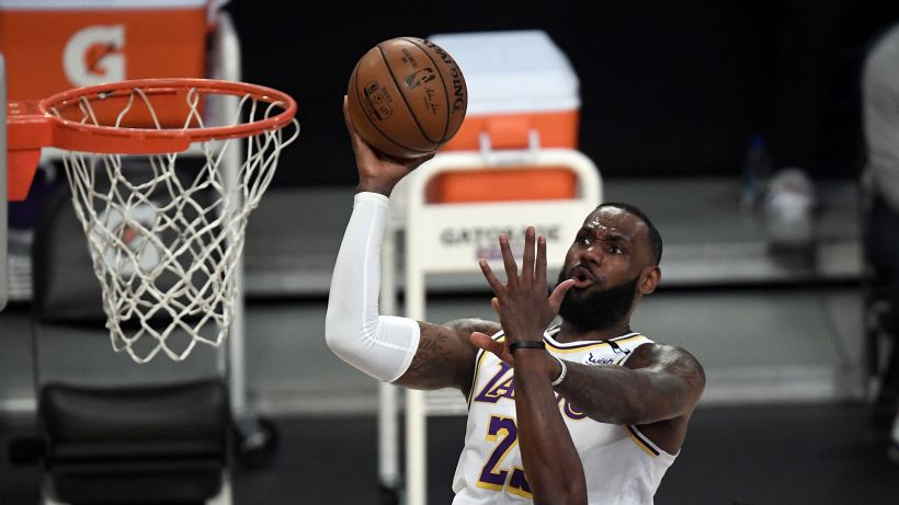 LeBron è tornato: i Lakers vedono i playoff