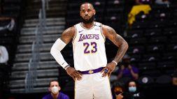 NBA, LeBron James tra sconfitte, dolori e Play-In