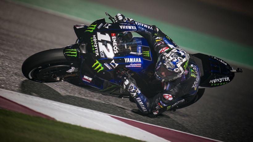 MotoGP, Viñales il più veloce nel warm up. Marquez cade ancora
