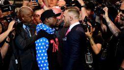 Box, McGregor punge Mayweather dopo la rissa