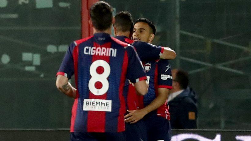 Il Crotone lascia l'ultimo posto: crisi Verona, perde 2-1