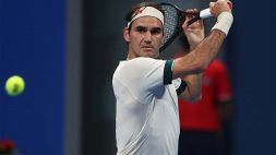 Roger Federer torna in campo: ginocchio sotto esame