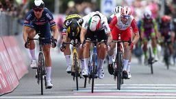 Giro d'Italia: Filippo Ganna resta in rosa, seconda tappa a Merlier