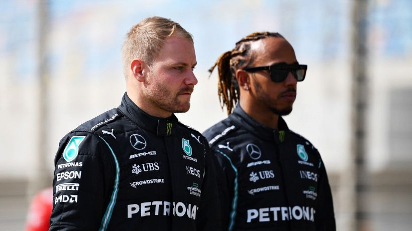 "F1, mea culpa Bottas e l'ex pilota punge: ""Porta borracce"""