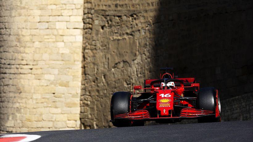 A Baku la Ferrari in pole! Leclerc batte Hamilton e Verstappen