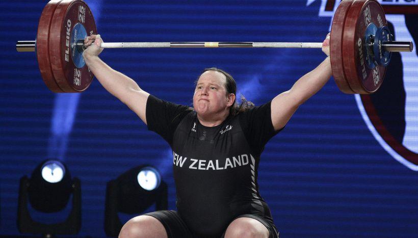 Tokyo, la pesista Laurel Hubbard è la prima atleta transgender