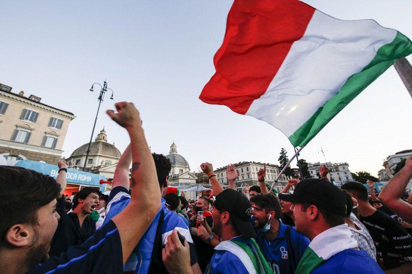 Euro 2020, i tifosi italiani rendono omaggio alla Svizzera