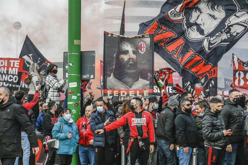 """Milan, i tifosi bloccano il centrocampista: """"Non è l'uomo giusto"""""""