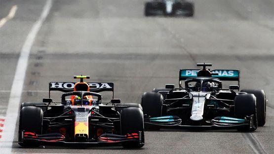 """Verstappen provoca Hamilton: """"Sette titoli? Facile con quella Mercedes?"""