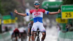 Giro di Svizzera, sotto la pioggia lampo di van der Poel